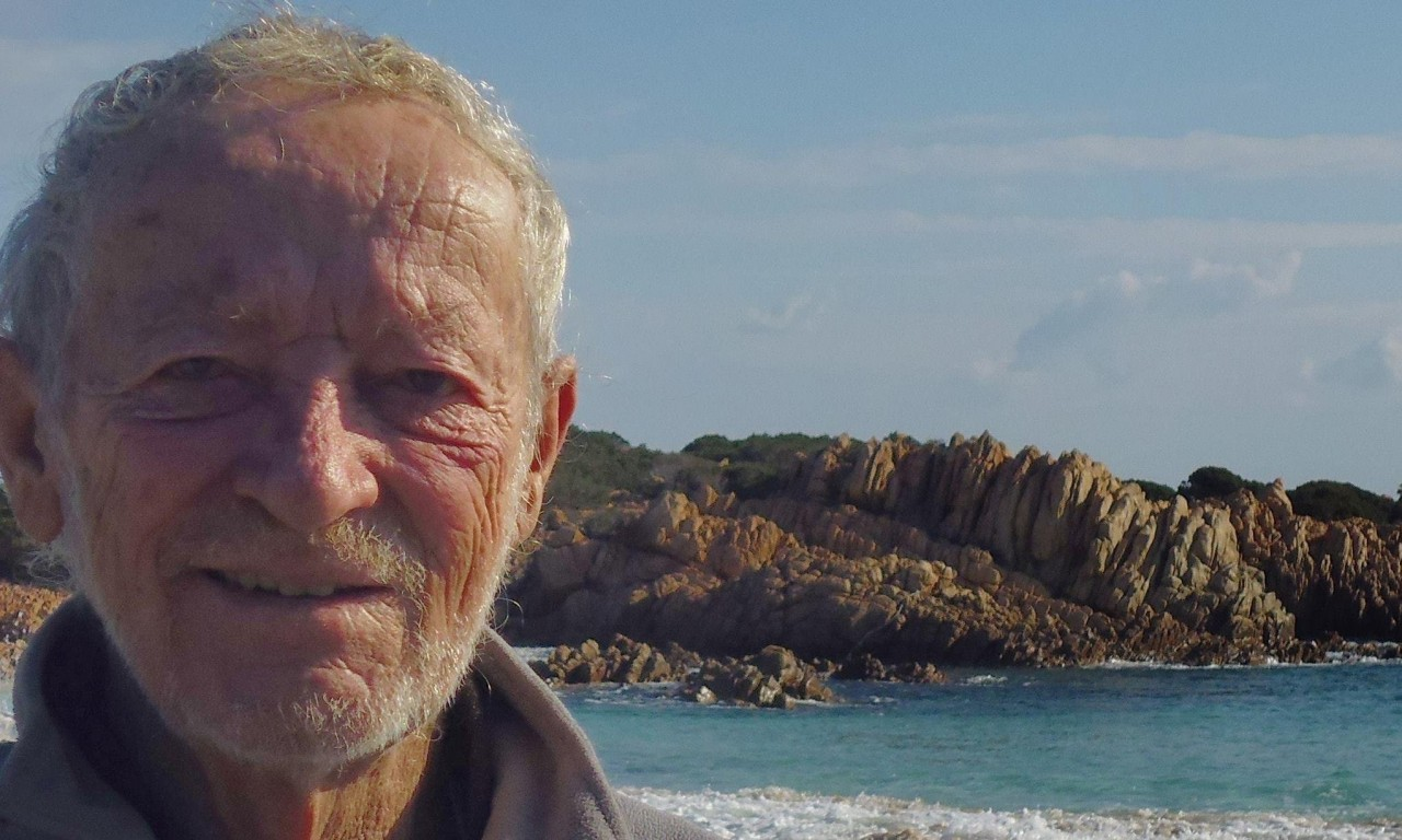 'I have given up the fight': 'Italy's Robinson Crusoe' to leave island